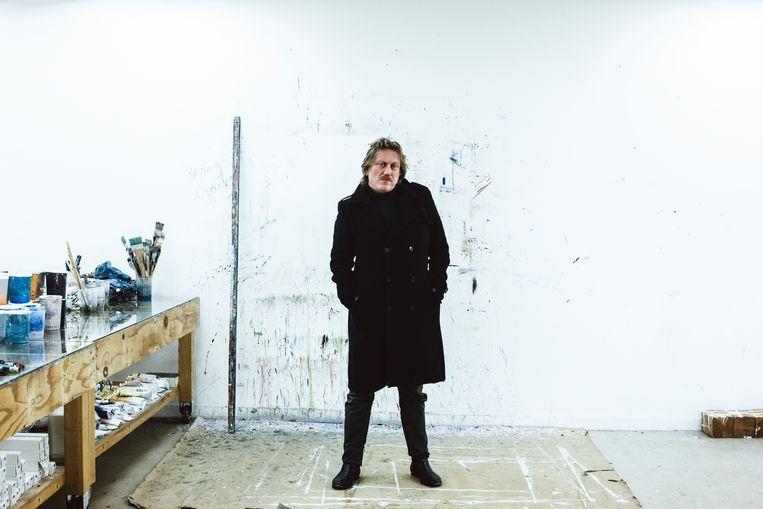 Koen van den Broek in studio
